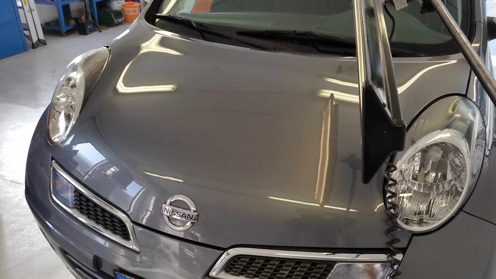 Cofano riparato Nissan